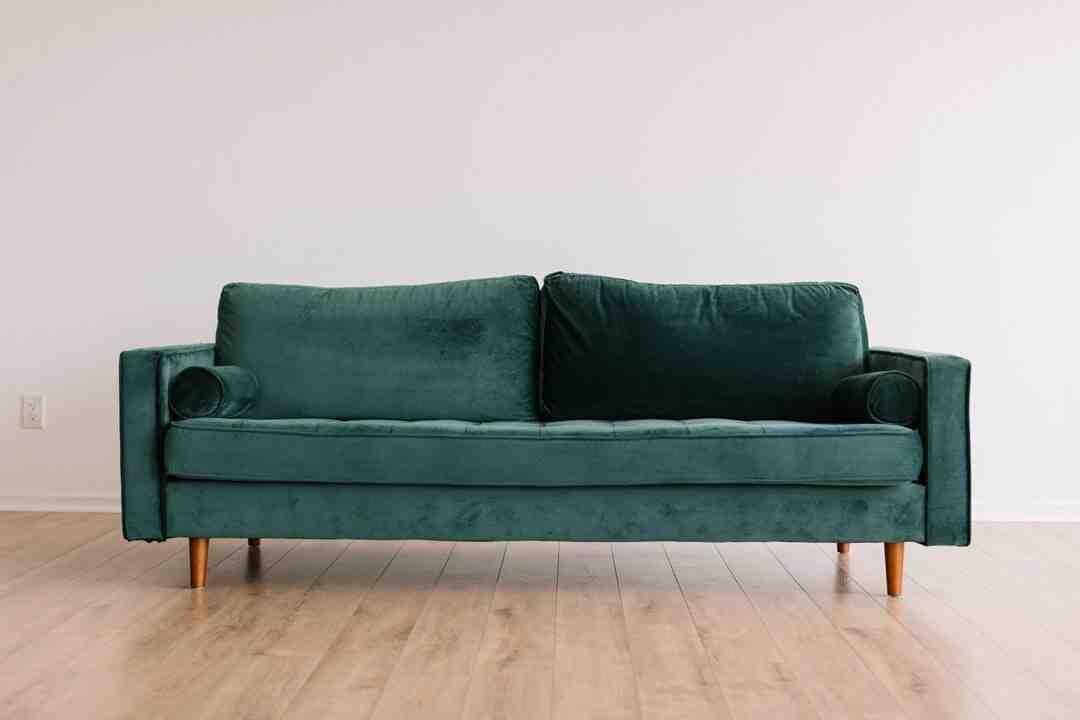 Comment réparer un meuble en bois rayé ?
